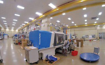 HTI Plastics testing new KraussMaffei machine